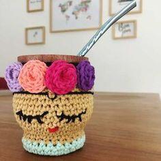 Crochet Sole, Hand Knitting, Knitting Patterns, Crochet Jar Covers, Amigurumi Tutorial, Diy Gifts For Friends, Crochet Kitchen, Diy Christmas Gifts, Crochet Designs
