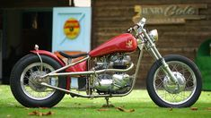 The model from the bespoke British bike builders founded by TV presenter Henry Cole, the new Gladstone Motorcycles SE Bobber has arrived Motorcycle Companies, Motorcycle Manufacturers, Custom Choppers, Custom Motorcycles, Henry Cole, Build A Bike, Triumph Bikes, Bike Builder, British Motorcycles