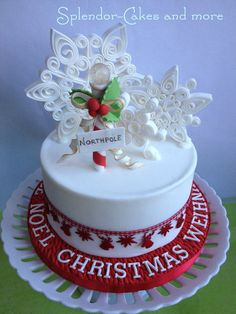 The quilled snowflakes are made from fondant and Squires florist paste 1:3. The Northpole is all sugarpaste as well except the globe which is made from Isomalt