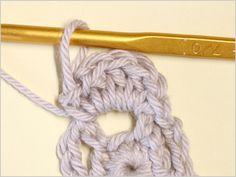 フラワーモチーフの編み方|かぎ針編み立体モチーフ 写真解説付き 【初級編】 | クロッシェアクセサリー La Seule Knitting, Crochet, Accessories, Fashion, Moda, Tricot, Fashion Styles, Breien, Stricken