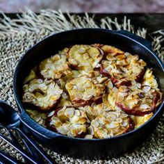 Lekker recept gevonden: Appeltjes uit de oven met ricotta en amandelschaafsel