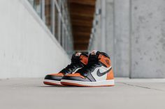 air-jordan-1-shattered-backboards-bump-5