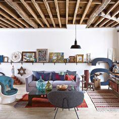 Un salon hétéroclite et chaleureux Loft, Living Area, Home Living Room, Artwork Display, Salon Vintage, Parisian Apartment, Beautiful Interiors, Retail Design, Marie Claire