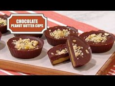 Made with natural peanut butter, these homemade Chocolate Peanut Butter Cups are much better than the store-bought stuff. This recipe comes from In The Kitch. Homemade Peanut Butter Cups, Chocolate Peanut Butter Cups, No Bake Desserts, Dessert Recipes, Yummy Recipes, Good Food, Yummy Food, Dessert Cups, Best Food Ever