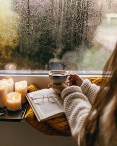 I am perfectly content with a hot cup of coffee and a book on a rainy afternoon ☕️📖 Happy Friday 🙋🏼‍♀️♥️ Cozy Rainy Day, Rainy Mood, Rainy Days, Cozy Aesthetic, Autumn Aesthetic, Aesthetic Girl, Coffee And Books, Coffee Love, Rainy Day Photos
