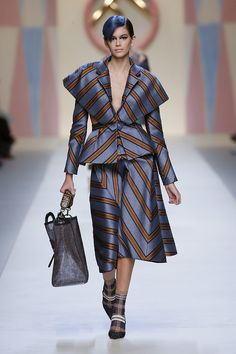Kendall Jenner & Gigi Hadid Go Blue for Fendi Show!: Photo Kendall Jenner and Gigi Hadid rock blue hair while walking the runway in the Fendi show during Milan Fashion Week on Thursday (September in Milan, Italy. Fall Fashion Outfits, Mode Outfits, Fashion Show, Autumn Fashion, Fashion Design, Fendi, Curvy Women Fashion, Womens Fashion, Cheap Fashion