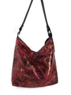 www.isidoradesigns.etsy.com Bucket bag,faux snake purse, faux reptile skin, Bucket purse, shoulder purse