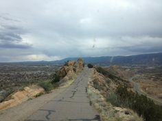 Guardrails are totally overrated - Skyline Drive Cañon City #colorado @VisitCOS @Sydney Fleming pic.twitter.com/M1RvMDPbIw