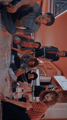 New Ideas - Things fondos de pantalla Cast Cr: Camby. Stranger Things Netflix, Stranger Things Actors, Bobby Brown Stranger Things, Stranger Things Aesthetic, Stranger Things Funny, Eleven Stranger Things, Millie Bobby Brown, Aesthetic Vintage, Best Shows Ever