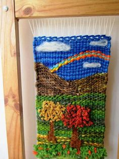 bellisimo telar Tapestry Weaving, Loom Weaving, Fabric Art, Woven Fabric, Small Tapestry, Weaving Patterns, Bonsai, Diy And Crafts, Frame