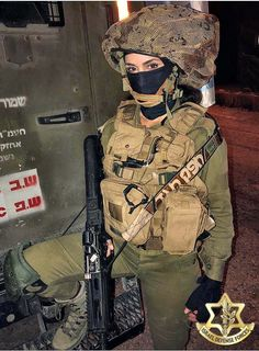 Orin in full kit. Military Love, Military Police, Israeli Female Soldiers, Idf Women, Army Brat, Jewish Girl, My Kind Of Woman, Brave Women, Girls Uniforms