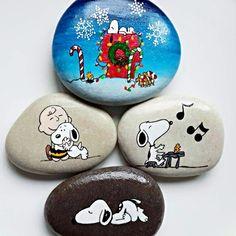 Turkish Artist Nbitasarim Creates Amazing Art On Rocks Painted Rock Animals, Painted Rocks Craft, Hand Painted Rocks, Pebble Painting, Pebble Art, Stone Painting, Stone Crafts, Rock Crafts, Arts And Crafts