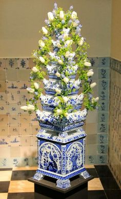 Tulpenvaas | Tulipvase : visit shop.holland.com for contemporary Dutch Design & Gifts inspired by these Tulipvases and other Delft Blue pottery