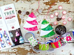 Printable Christmas Ornaments Kit for the whole family! Start a yearly tradition making holiday decorations together with this festive instant download kit! #diycrafts #diychristmasornaments #diychristmasdecor #ChristmasDecor #christmasprintables #printable #christmastreedecor