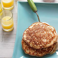 Whole wheat flour makes a huge difference in these healthy pancakes. They're only 120 calories per serving! Yummy Pancake Recipe, Tasty Pancakes, Pancakes And Waffles, Yummy Food, Pancake Recipes, Baked Pancakes, Homemade Pancakes, Buttermilk Pancakes, Cheap Healthy Breakfast
