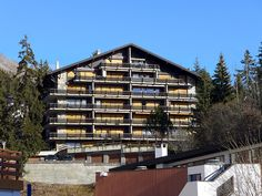 Les Violettes - Apartment - CRANS-MONTANA - Switzerland - 568 CHF 3-room apartment 80 m2 on 1st floor, south-west facing position. Spacious and bright: living/dining room with 1 sofabed, satellite TV and hi-fi system. Exit to the balcony. 2 rooms, each room with 2 b