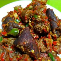 Goat meat in sauce Nigeria Food, Ghana Food, Cameroon Food, African Stew, West African Food, African Salad, Meat Recipes, Cooking Recipes, No Cook Meals