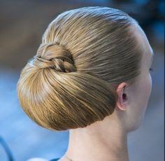 White and Gold Wedding. Bridesmaid Hair. Natural Hair. Stylish