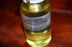 Jak využít ricinový olej | rady a tipy. Ricinový olej není tolik známý jako třeba mandlový či avokádový olej, avšak m Handmade Cosmetics, Natural Cosmetics, Whiskey Bottle, Candle Jars, Remedies, Herbs, Personal Care, Drinks, Beauty