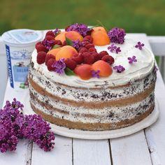 Makový dort s ovocem