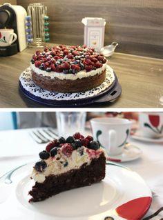 Brownie Torte mit Topfencreme und Waldbeeren #brownie #cake #berries DEZ 2013  Grundrezept von: http://www.lecker.de/rezept/1731927/Brownie-Walnuss-Torte-mit-Erdbeeren-und-Heidelbeeren.html?print=1