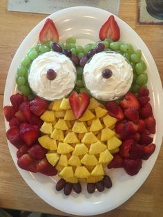 Take a look at Fruit Owls Snack Tray & sweet! May be best for an owl or a woodland & The post Take a look at Fruit Owls Snack Tray & sweet! May be best for a & appeared first on Food Monster. Party Trays, Snacks Für Party, Owl Party Food, Animal Party Food, Animal Themed Food, Party Platters, Party Recipes, Dinner Recipes, Owl Snacks
