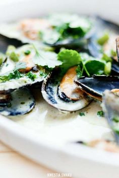 Yummmmm... Have to make these... Thai Green Curry Mussels