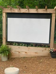 Last year, our backyard got a big ol' makeover complete with a backyard theater. Outdoor Movie Screen, Outdoor Cinema, Outdoor Theater, Outdoor Fun, Backyard Movie Screen, Outdoor Bars, Outdoor Stuff, Outdoor Lounge, Outdoor Ideas