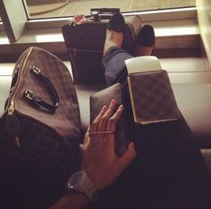 Loui Love - Travel Essentials :-) Louis Vuitton Damier Ebene