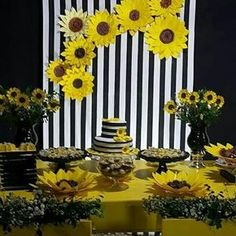 Image may contain: flower Sunflower Birthday Parties, Sunflower Party, Sunflower Baby Showers, Paper Flower Decor, Flower Decorations, Paper Flowers, Sunshine Birthday, Bee Party, Ideas Para Fiestas
