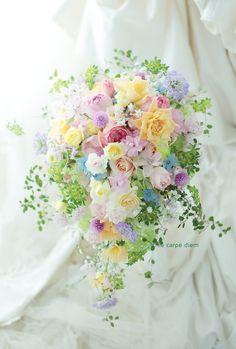八芳園さまへのミックスカラーのブーケ、 色々な色といろいろな花で。 ブーケに使ったお花の名前を、 見える所だけ書いてみました。 ...