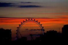 London Eye - sunset. By AKinsey Foto, Flickr, 2009.