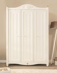 Trend Geweldige deurs kledingkast in geheel in het wit De kledingkast heeft een hele natuurlijke