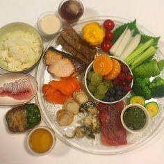 """Dr. Yumi Nishiyama's """"The Original Diet Plate"""" for beauty & health from japanese doctor‼️  Clockwise eating healthy foods from 12 o'clock on a large plate❣️  2017年1月27日の「ドクターにしやま由美式時計回り食べダイエットプレート」:女性医師が栄養バランスを考えた、美味しいプレートのご紹介。  大きめのプレートに、血糖値を急激に上げないように考えた食材を並べ、12時の位置から順番に食べるとても分かり易い方法です。  血糖値を上げないこの食べ方は、身体に優しく栄養補給ができるので健康を維持できます。オリジナルの⭐️西山酵素⭐️も最後に飲みます。  にしやま由美東京銀座クリニック 東京都中央区銀座2-8-17 ハビウル銀座Ⅱ 9階 Tel.03-6228-7950"""