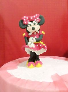 How to Make Standing Minnie Mouse Fondant Cake Topper