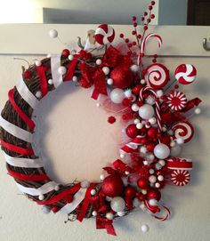 Candy cane wreath by @elissapearson