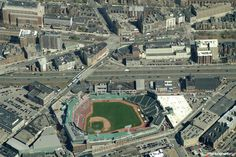 A little piece of heaven admist the chaos. Baseball Park, Red Sox Baseball, Boston Baseball, Chicago White Sox, Boston Red Sox, 1986 World Series, Places Around The World, Around The Worlds, Mlb Stadiums