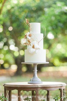 #dessert #display #weddingcake  #earthandsugar #flowers #wedding  #cake #cakestand #gold #vine #flowers #sweets