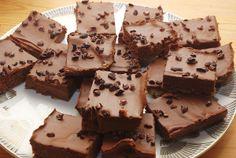Die besten roh veganen Brownies überhaupt, nach dem Rezept von Nordischroh. Schon sehr oft gemacht und jedes mal aufs neue drüber gefreut :)