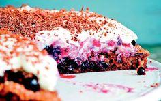 Claus Meyers rugbrødslagkage med syltede solbær
