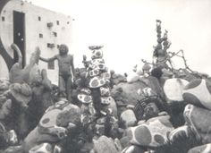 Man trataba de establecer unha unión con todo visitante, de aí que moitos deles lle enviaran copias das fotografías que sacaban na súa visita ou mantiveran contacto por carta con el. Man entendía o museo como un espazo no que todos podían aprender (Número de rexistro C.M.G.3326.6).