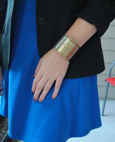 In love with this gold cuff -- stripedflats.com #stripedflats #blog #style #styleblog