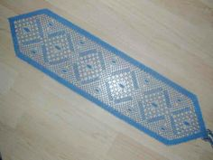 marca paginas de bolillos Bobbin Lace Patterns, Lacemaking, Bookmarks, Shapes, Rugs, How To Make, Lace, Hobbies, Hand Fans