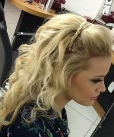 Pretty Rope Braided Headband on Long Messy Hairstyles for Prom to Mesmerize Anyone Pageant Hair, Prom Hair, Haircuts For Long Hair, Messy Hairstyles, Homecoming Hairstyles, Wedding Hairstyles, Graduation Hairstyles, Braut Make-up, Long Wavy Hair