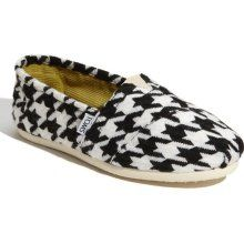 Toms Houndstooth - I want these but I can't find them anywhere in my size!!