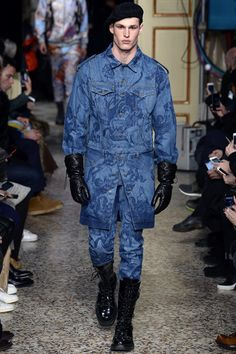Moschino Fall 2017 Menswear collection.