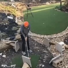 What do you think of his swing ? Should we call him a master golfer? How long did he train to be able of such performance ? Funny Photos, Best Funny Pictures, Golf Tips Driving, Golf Training, Golf Humor, Golf Fashion, Play Golf, Great Shots, Weekend Trips