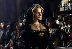 Historical records say Anne Boleyn prefered French Hood over Gable Hood . Just Sayin! Natalie Portman as Anne Boleyn Anne Boleyn, Mary Boleyn, Natalie Portman, Tudor Dress, Medieval Dress, Tudor Costumes, Movie Costumes, Theatre Costumes, Tudor Fashion