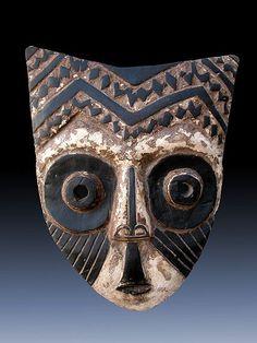 ARTE TRIBAL: Máscara. Es el que se relaciona con las tribus y los pueblos indígenas.