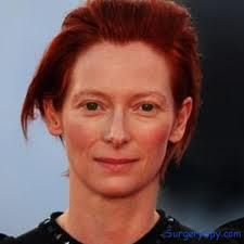 It all happened when Tilda Swinton received invitation to host the Oscars. Prior hosting the mega event, she was born so many signs of aging on her face, but she removed these signs of aging through plastic procedures before appearing on the stage of the Oscars. When she came onto the stage, she surprised many with her new look.